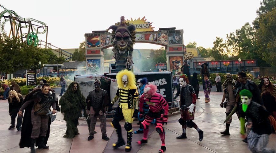 six flags magic mountain fright fest 2018 theme parks haunted attractions willoughby city under siege