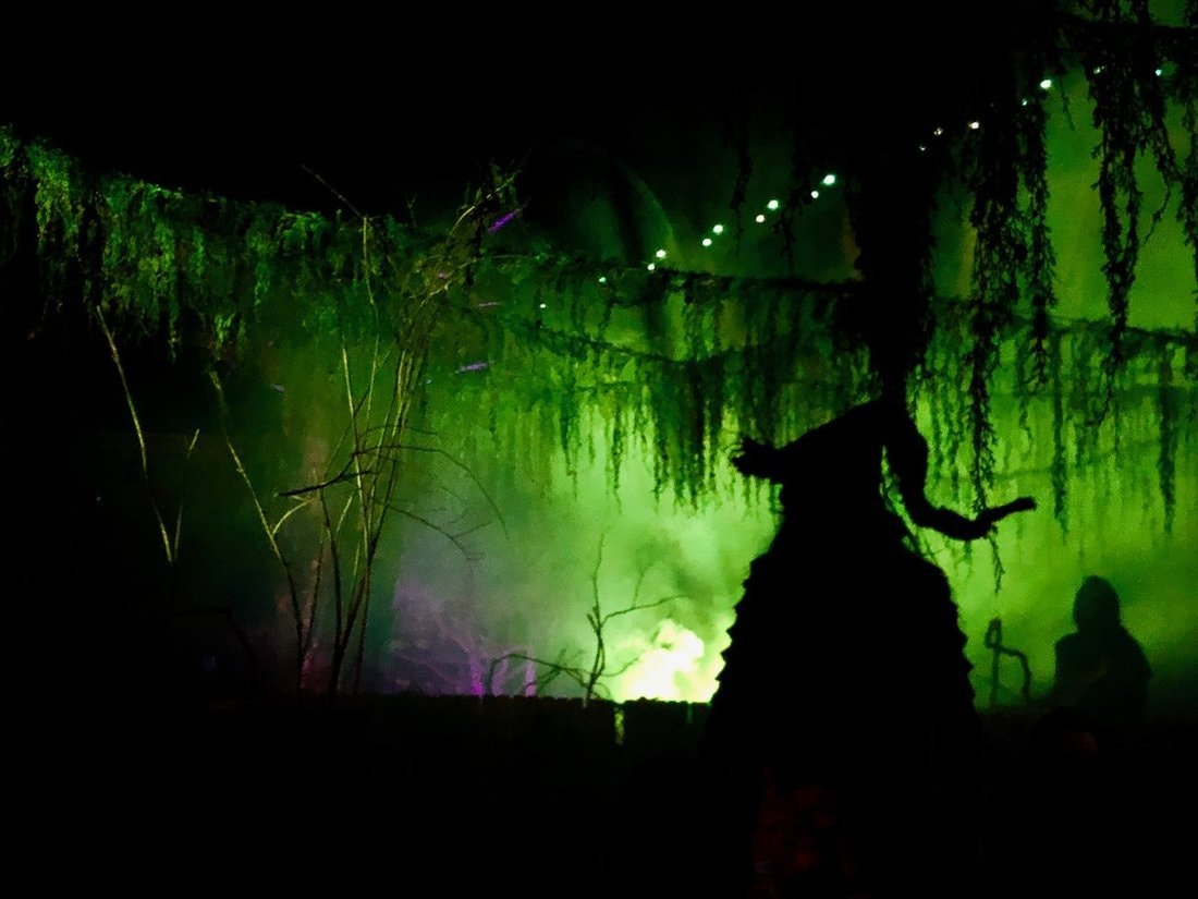 six flags magic mountain fright fest 2018 theme parks haunted attractions witches lair