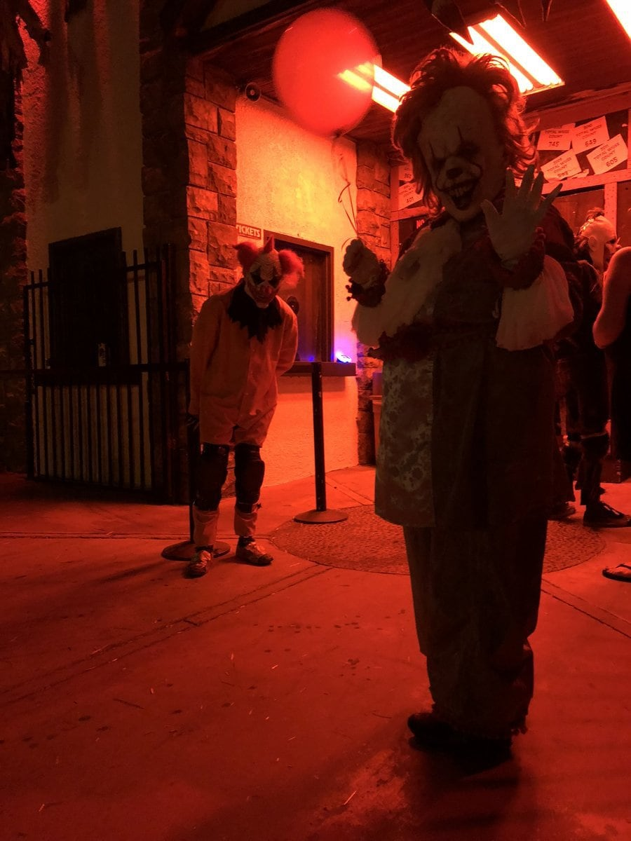 scandia haunt ontario theme park amusement haunted attraction wussmaker wusses inland empire clowns blackout